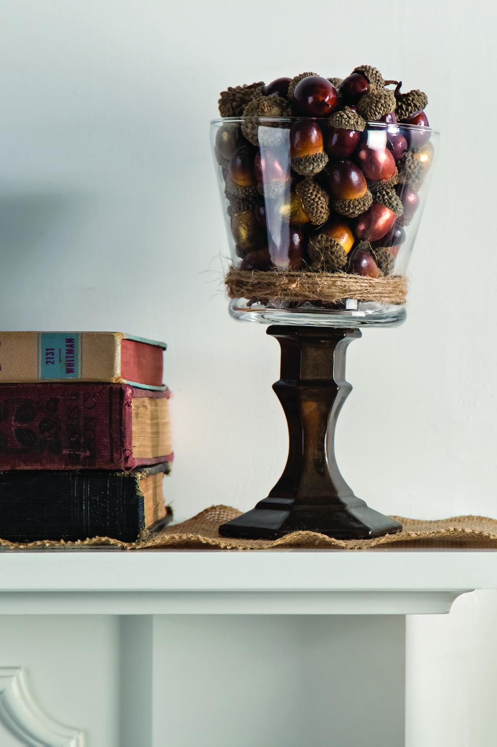 subtle-fall-decor-jar-of-acorns